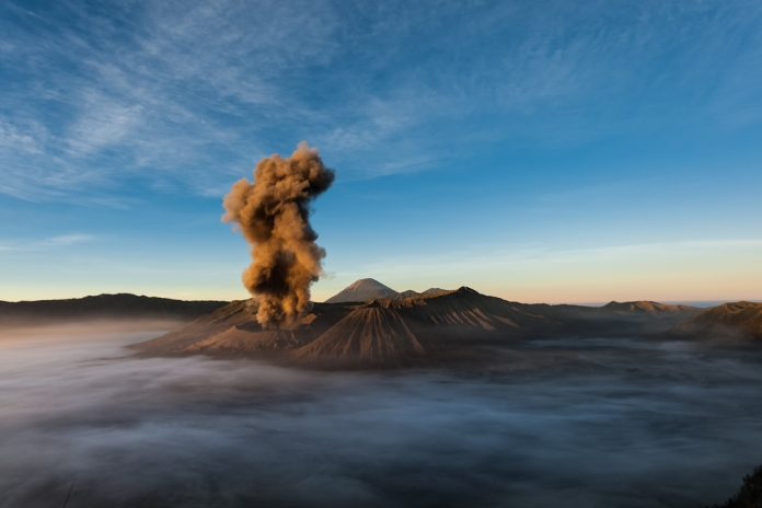 Spectacular Images of Chilean Volcano Eruption 2