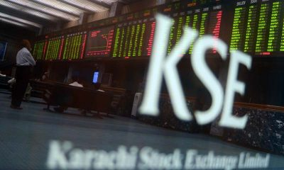Pakistani stockbrokers watch the latest shear prices on a digital board during a trading session at the Karachi Stock Exchange (KSE) in Karachi on May 28, 2013. The benchmark KSE-100 index was 21266.43, with increase of 307.57 points in mid of the day's session. AFP PHOTO/ Rizwan TABASSUM